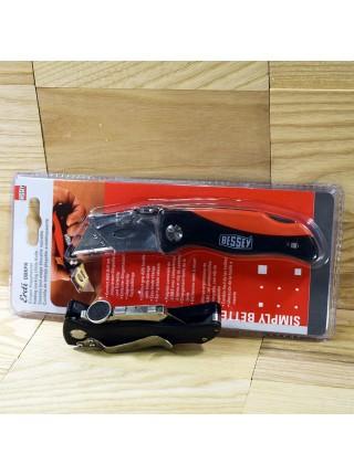Складаний ніж з пластмасовою ручкою і п'ятьма запасними лезами DBKPH-EU